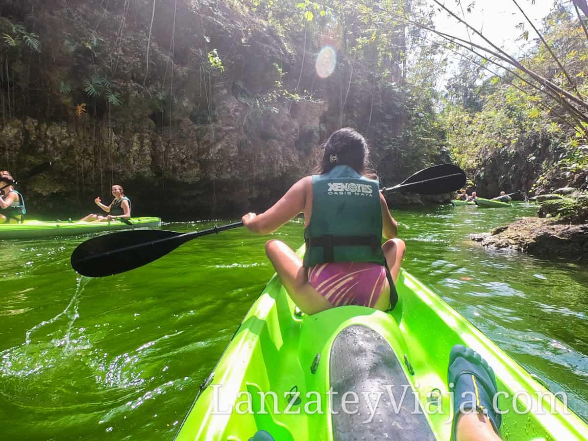 Paseo en kayak por el parque Xenotes