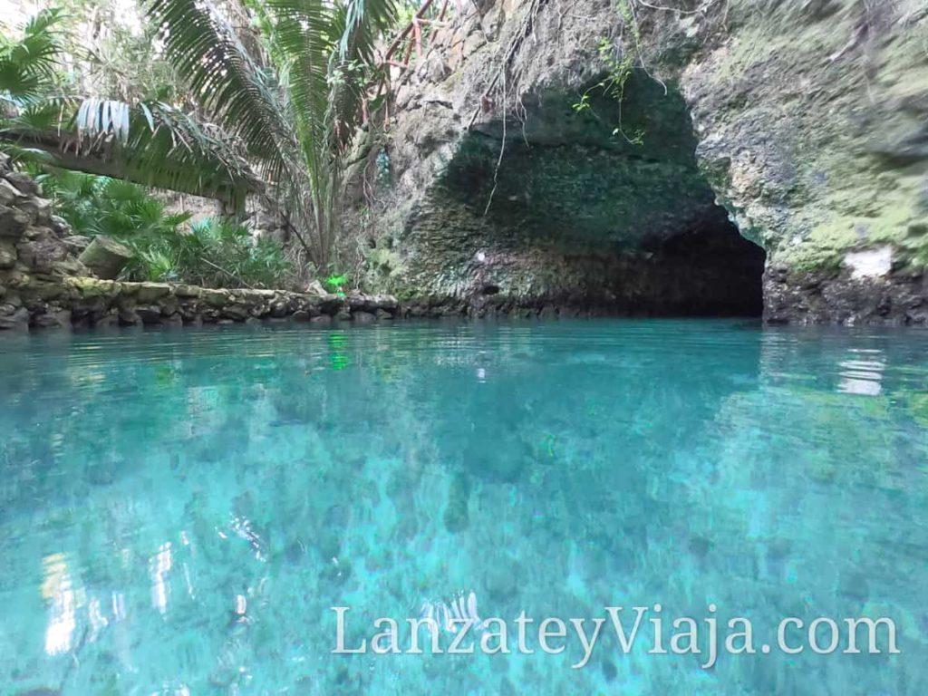 Caverna en el Parque Xcaret en Cancun