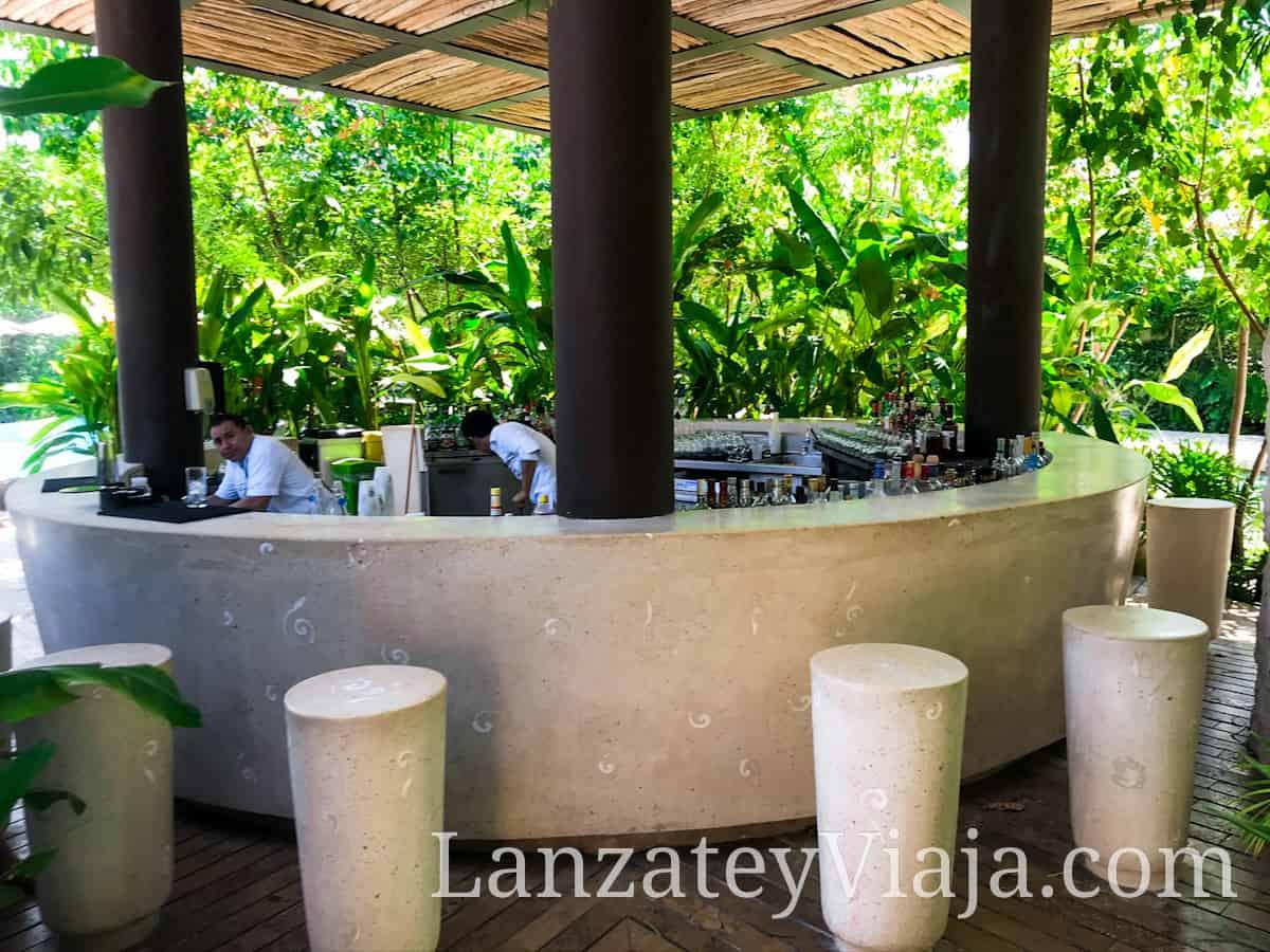 Fachada de un Pool Bar en el hotel Xcaret de la riviera maya